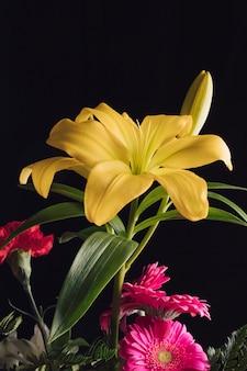 Piękny bukiet świeżych kwiatów