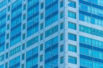 Piękny zewnętrzny budynek i architektura z wzorem okna