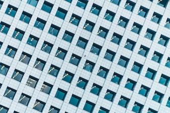 Piękny zewnętrzny budynek z szklanymi okno wzoru teksturami