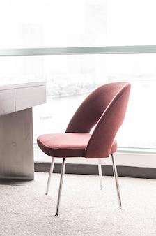 Pi? kne luksusowe krzes? ai stó? dekoracji w salonie wn? trze na tle
