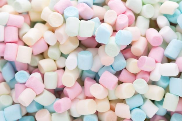 Pianki. tło lub tekstura kolorowych mini marshmallows.