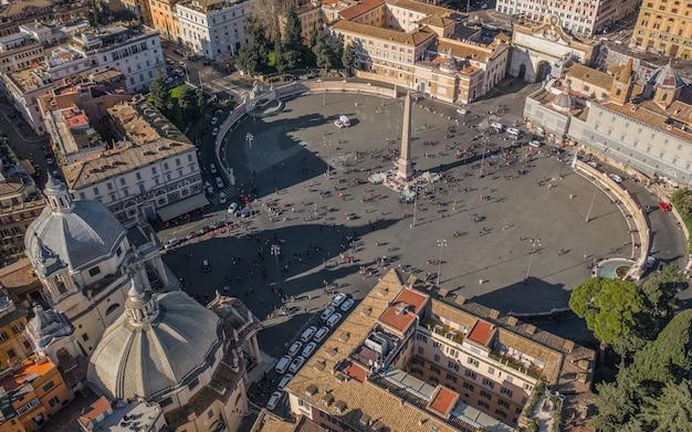 Piazza del popolo w rzymie. widok z lotu ptaka
