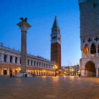 Piazza san marco w wenecji, włochy, wcześnie rano