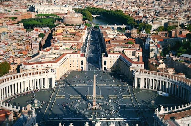 Piazza san pietro lub st peter kwadrat, watykan, rzym, włochy.