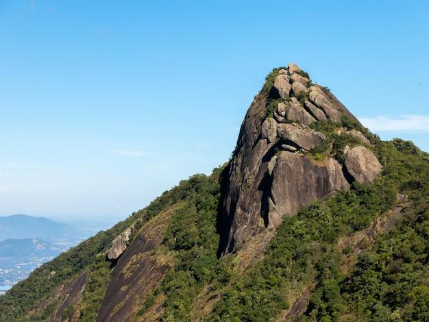 Pico do lopo rock mountain w brazylii