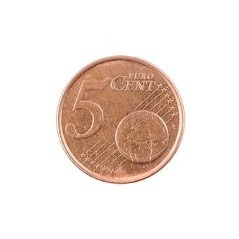 Pięć euro centów monety finlandia. na białym tle