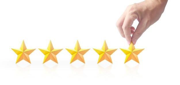 Pięć gwiazdek w dłoni. zwiększ ocenę oceny i koncepcję klasyfikacji