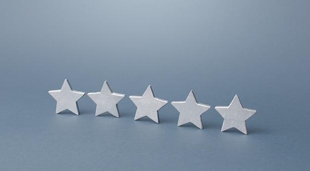Pięć szarych gwiazdek koncepcja oceny oceny jakość obsługi informacje zwrotne od kupujących