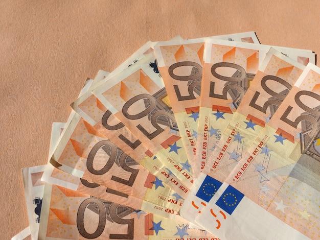 Pięćdziesiąt banknotów euro waluta unii europejskiej