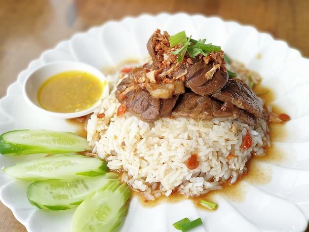 Pieczeń wołowa z ryżem tajskim