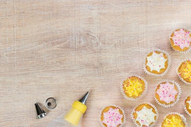 Pieczenie ciasta. widok z góry z miejscem na tekst.