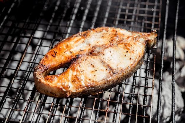 Pieczona ryba z grilla.