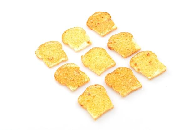 Pieczone chrupiące pieczywo z masłem i cukrem na białym tle