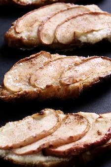 Pieczone rogaliki z gruszkami