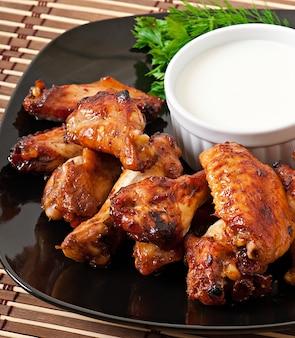 Pieczone skrzydełka z kurczaka w stylu azjatyckim