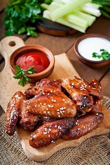Pieczone skrzydełka z kurczaka z sosem teriyaki