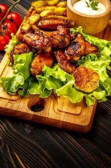 Pieczone skrzydełka z kurczaka z ziołami