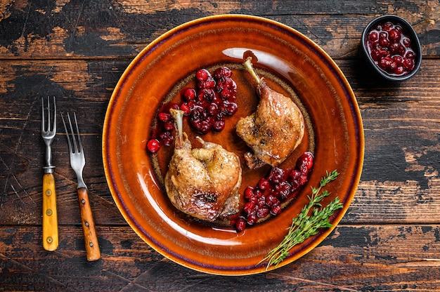 Pieczone udka kaczki świąteczne z sosem cranberrie