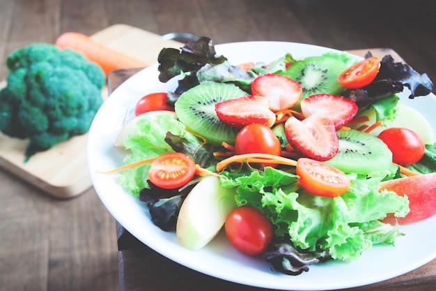 Pieczone widoku cebuli zdrowych danie wiosny