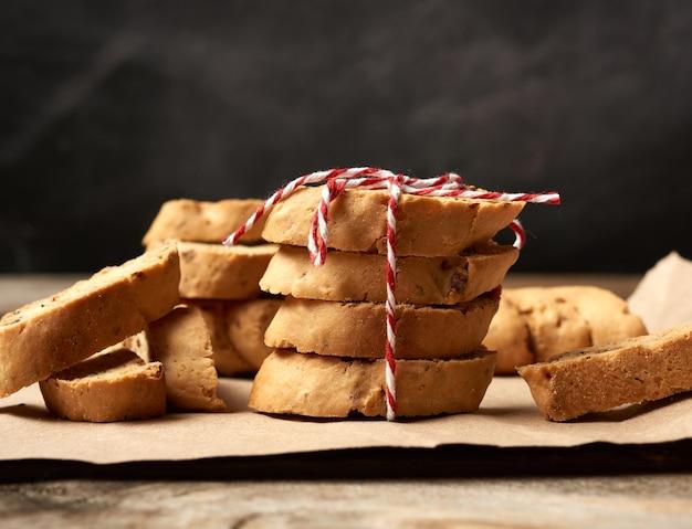 Pieczone włoskie biscotti z migdałami, ciasteczka cantuccini, tradycyjne włoskie święta, suche ciasteczka noworoczne