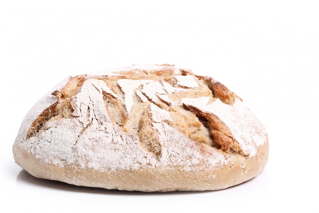 Pieczony chleb na białym tle
