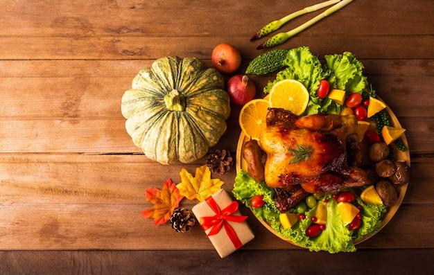 Pieczony indyk i warzywa na święto dziękczynienia