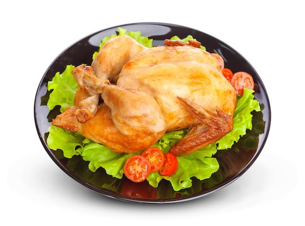 Pieczony kurczak na czarnym talerzu