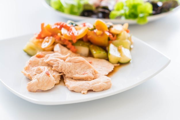 Pieczony kurczak z mieszanym warzywem kwaśnym i słodkim mieszanym