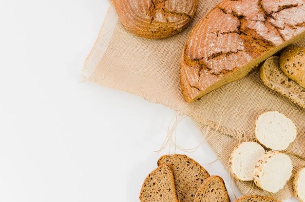 Piekarnia martwa natura z ręcznie robionym chlebem