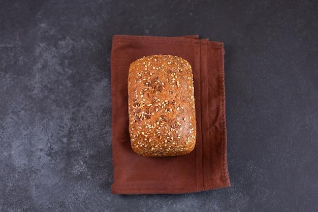 Piekarnia świeży rustykalny domowy chleb chrupki widok z góry