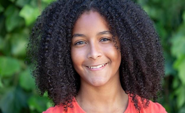 Piękna afroamerykańska nastolatka
