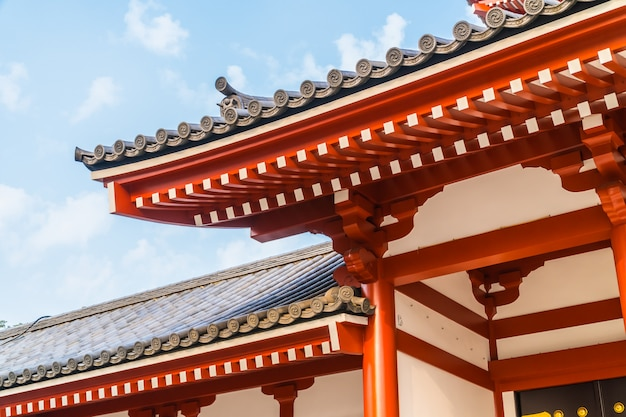 Piękna architektura budynku sensoji świątynia jest sławnym miejscem dla wizyty w asakusa terenie