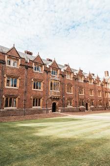 Piękna architektura st. john's college w cambridge