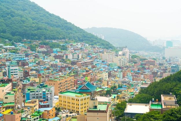 Piękna architektura w gamcheon culture village w busan