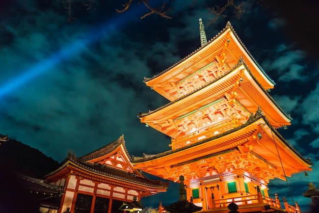 Piękna architektura w kiyomizu-dera świątynnym kyoto.