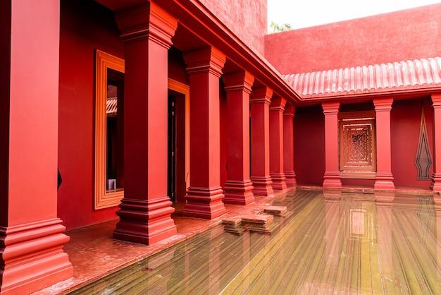Piękna architektura w stylu marokańskim z basenem fontanny fountain