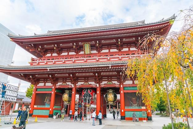 Piękna architektura w świątyni sensoji wokół asakusa w japonii