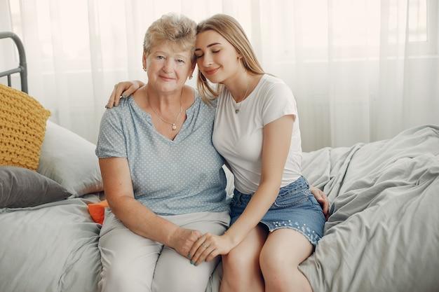 Piękna babcia z wnuczką