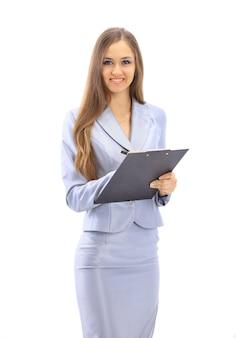 Piękna biznesowa kobieta pisze na białym tle