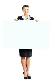 Piękna biznesowa kobieta z białym sztandarem. pojedynczo na białym tle.