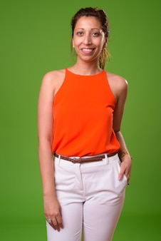 Piękna bizneswoman na zielono