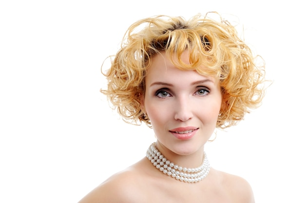 Piękna blond młoda kobieta