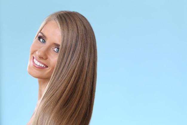 Piękna blondynki kobieta