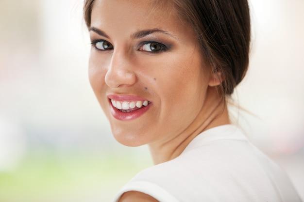 Piękna caucasian kobieta z makeup