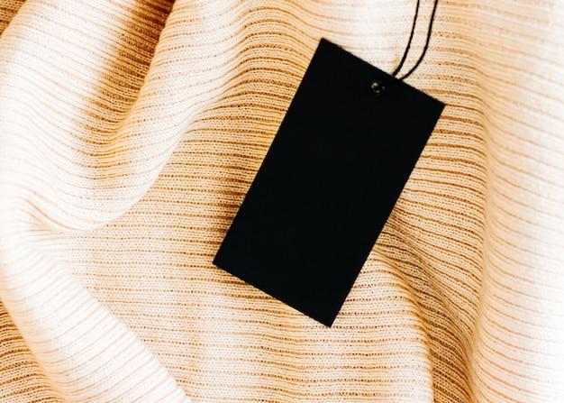 Piękna ciepła tkanina i czarna metka jako luksusowe tło zakupów zrównoważona moda i ot...