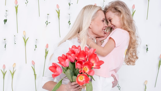 Piękna córka i matka widok z przodu