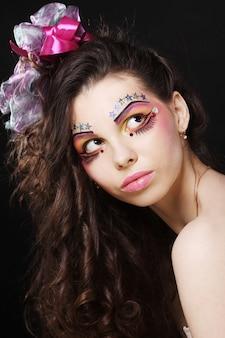 Piękna dama z makijażu artystycznego