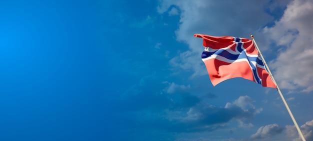 Piękna flaga narodowa norwegii z pustą przestrzenią na szerokim tle