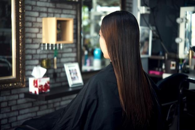 Piękna fryzura damska