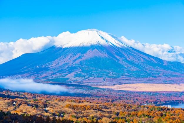 Piękna fuji góra w yamanakako lub yamanaka jeziorze